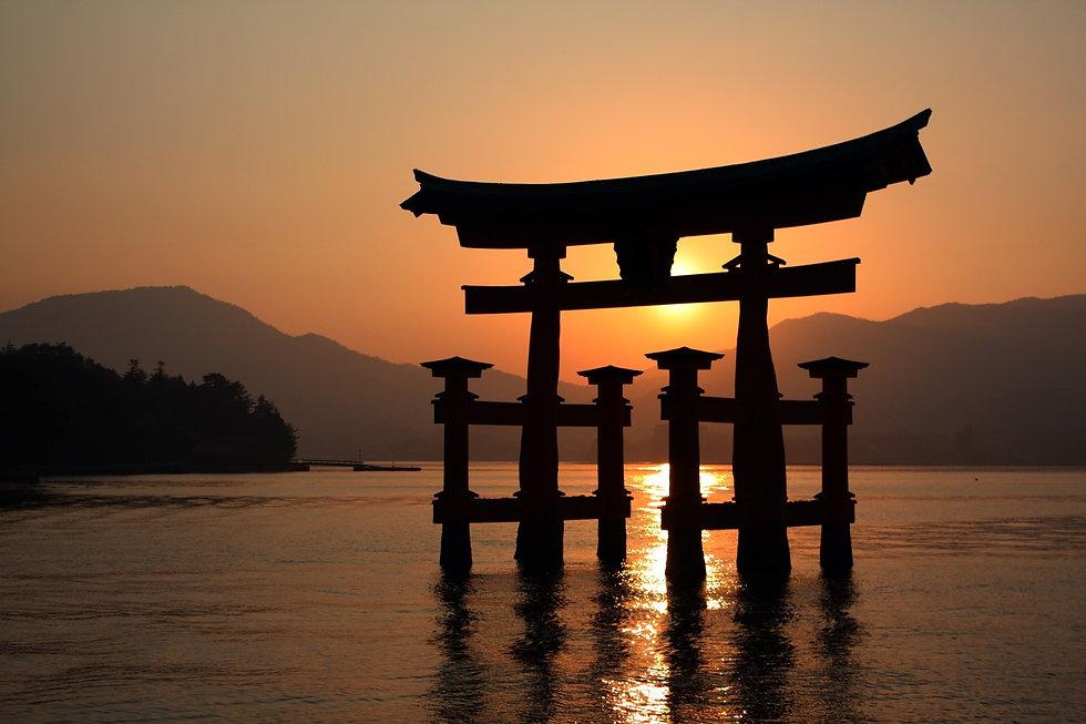 itsukushima-shrines-torii-gate.jpg