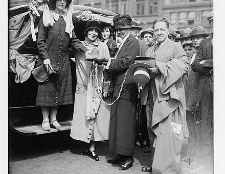 1912 - Congressman Kent & Suffragist Helen M Todd visit the Colonia