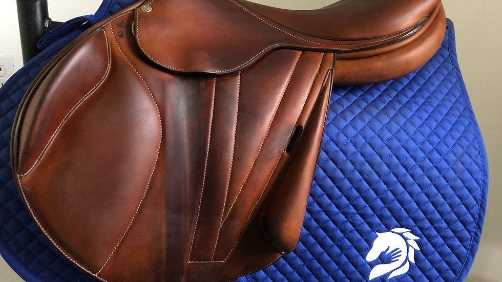 "18"" Butet premium monoflap saddle - 2012 - 2 - 4"" dot to dot"