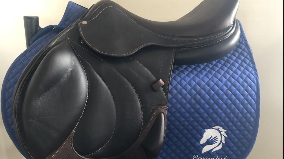 """17.5"""" Antares comfort monoflap saddle - 2018 - 3A - 5"""" dot to dot"""