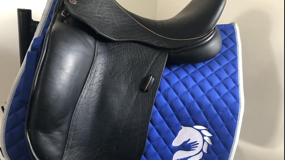 """17.5"""" Dresch saddle - medium"""
