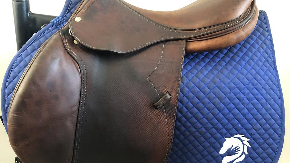 "18"" Devoucoux Socoa saddle - 2005 - 3 - 4.75"" dot to dot"