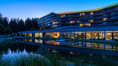 Hotel AVIVA mit Schwimmteich by nigh