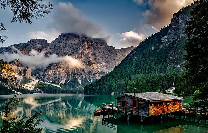 mountains-1587287_1920.jpg