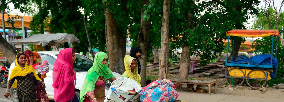 Labourers walk hoping for for transportation to go back to their hometowns, Allahabad on May 24. Sanjay Kanojia/ AP