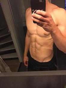 Na 6 maanden fitnessen en droogtrainnen.