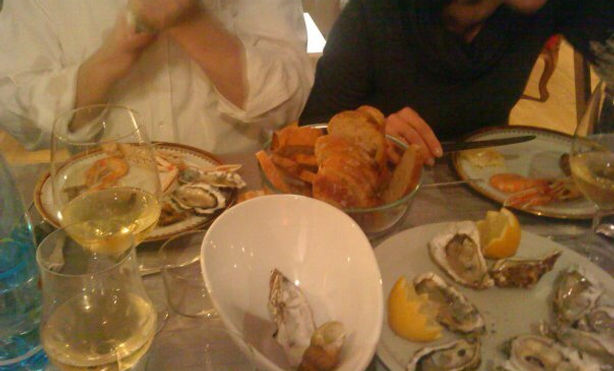 eating home Paris