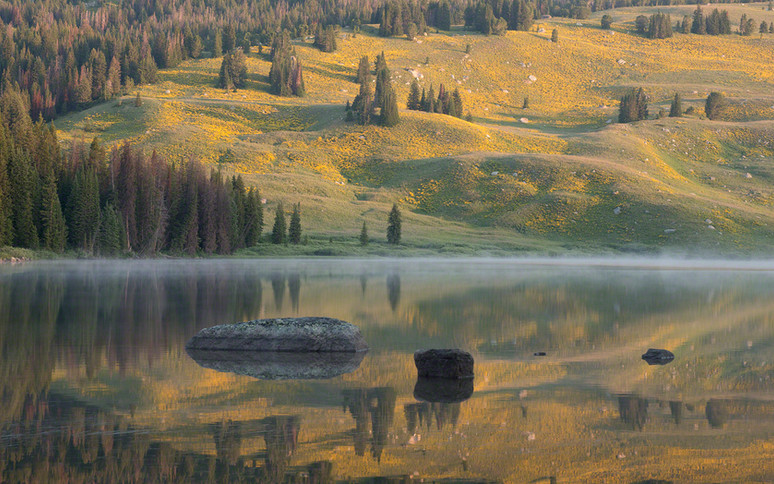Beartooth Lake sunrise reflection
