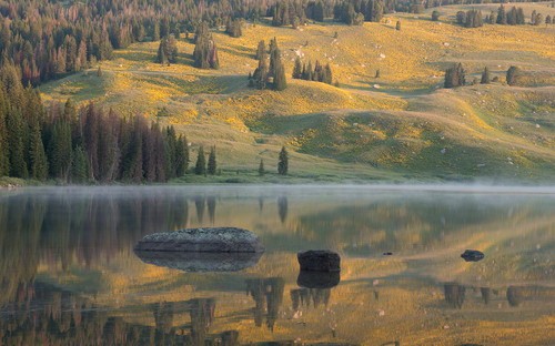 Beartooth Lake sunrise reflection