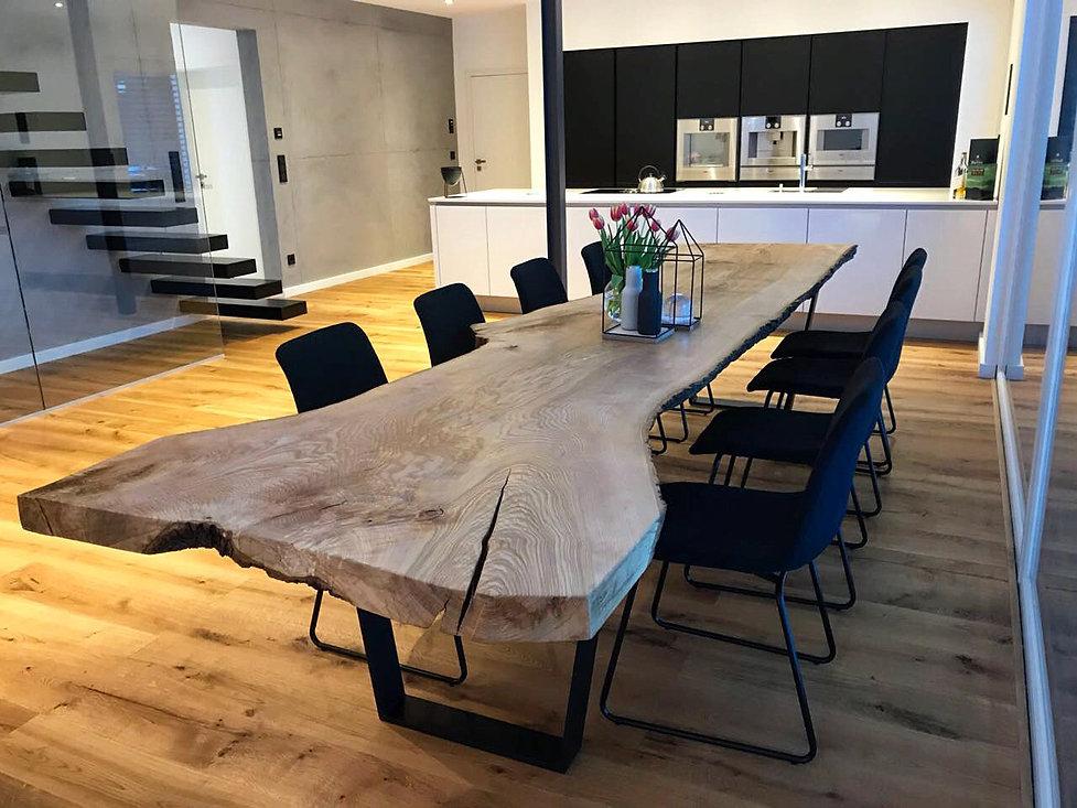 Baumtisch Massivholztisch unverleimt aus einem Stück Eschenholz Holzwerk-Hamburg