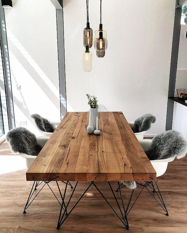 Massivholztisch nach Maß aus Eichenholz-Altholz | Esstisch rustikal massiv nach Maß | Holzwerk-Hamburg