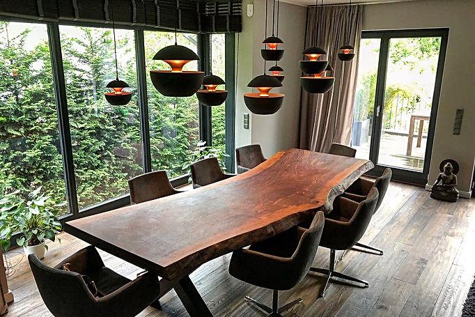 Baumtisch Massivholztisch Esstisch aus Nussbaum unverleimt aus einem Stück | Holzwerk-Hamburg