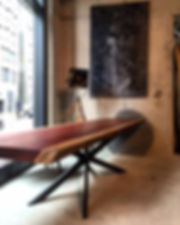 Baumtisch aus Padouk-Holz