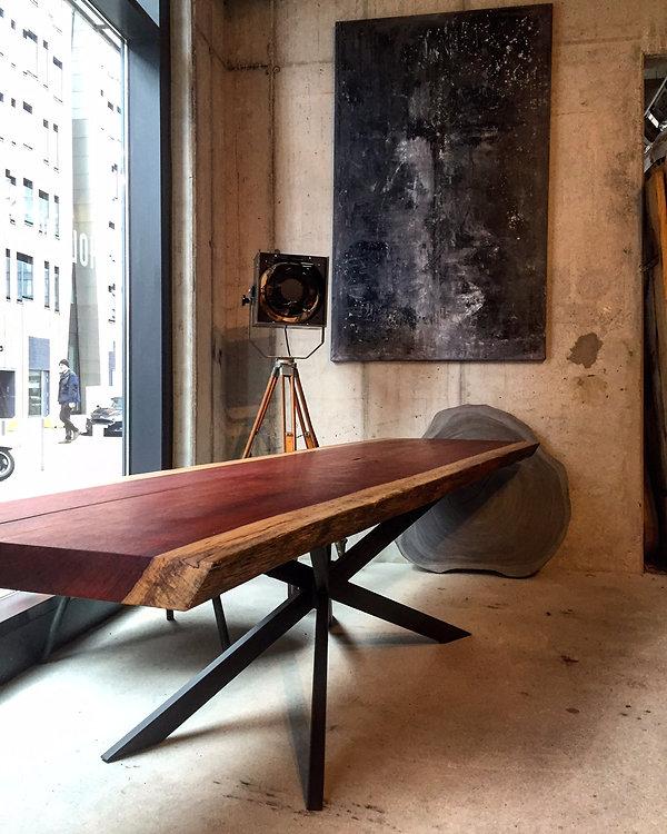 Esstisch / Baumtisch aus Padouk-Holz aus einem Stück | Holzwerk-Hamburg