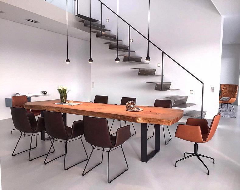 Esstisch | Massivholztisch | Baumtisch aus Zedernholz unverleimt aus einem Stück | Liveedge-Table | Holzwerk-Hamburg