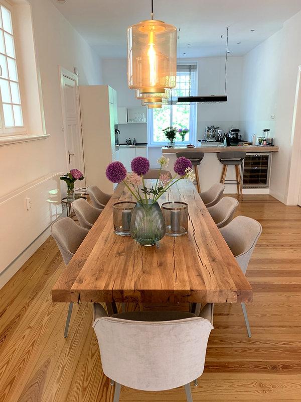 Esstisch aus Eichenholz-Altholz | Tischgestell aus Metall | Holzwerk-Hamburg