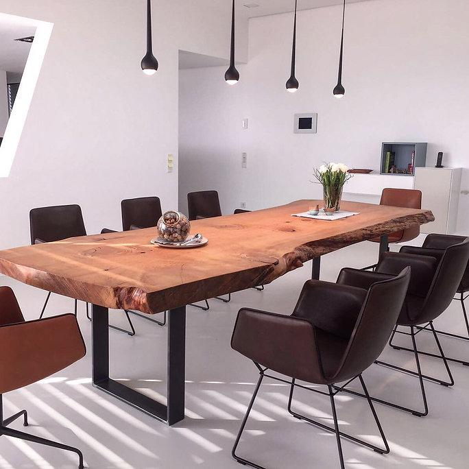 Baumtisch Esstisch Massivholztisch aus Zedernholz unverleimt aus einem Stück