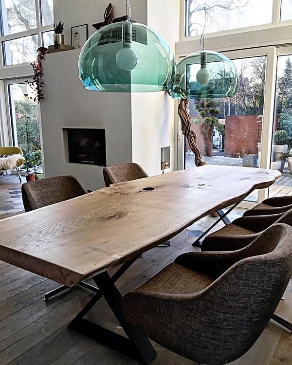 Esstisch Massivholztisch Baumtisch aus Eichenholz unverleimt aus einem Stück