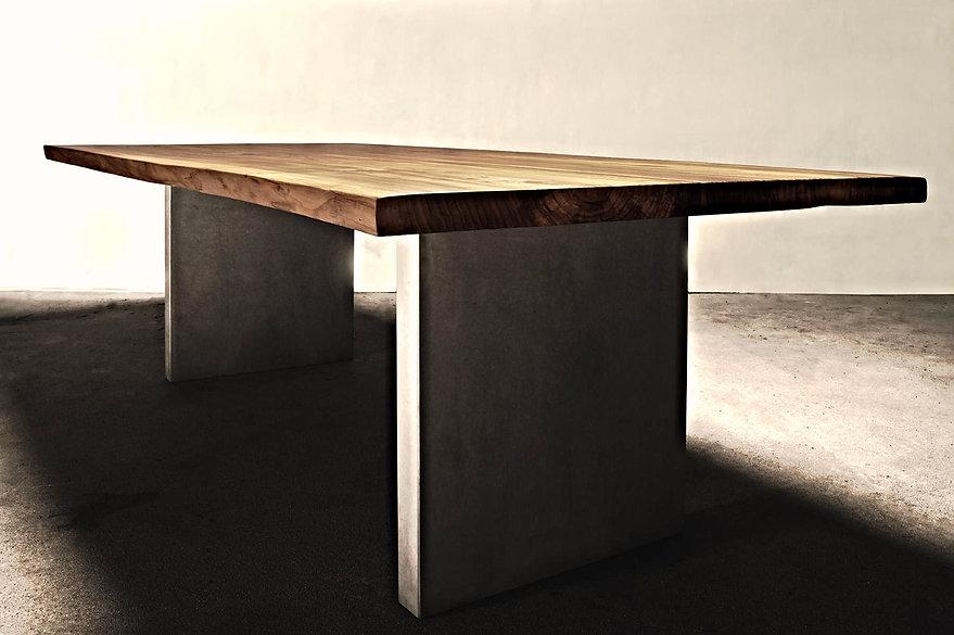 Esstisch | Massivholztisch | Holztisch | Baumtisch Naturkante | Betontisch | Holzwerk-Hamburg