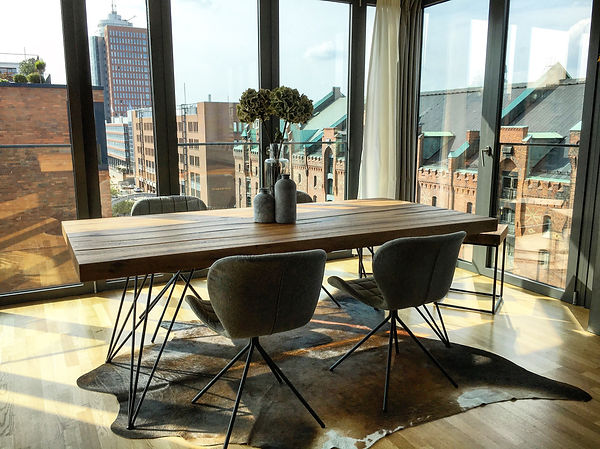 Esstisch aus Eichenholz mit filigranem Tischgestell | Holzwerk-Hamburg