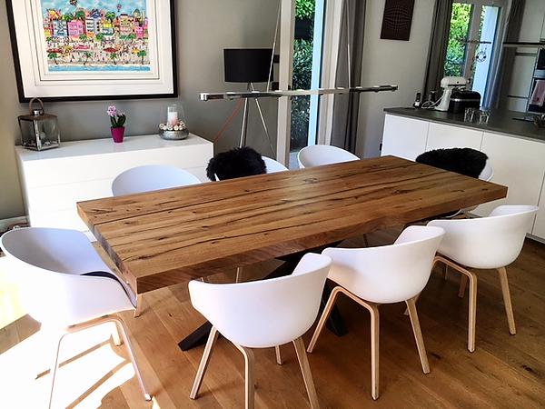 Massivholztisch aus Eichenholz | Esstisch aus Eichenholz-Altholz | Holztisch massiv nach Maß | Esszimmertisch massiv aus Holz nach Mass | Holzwerk-Hamburg