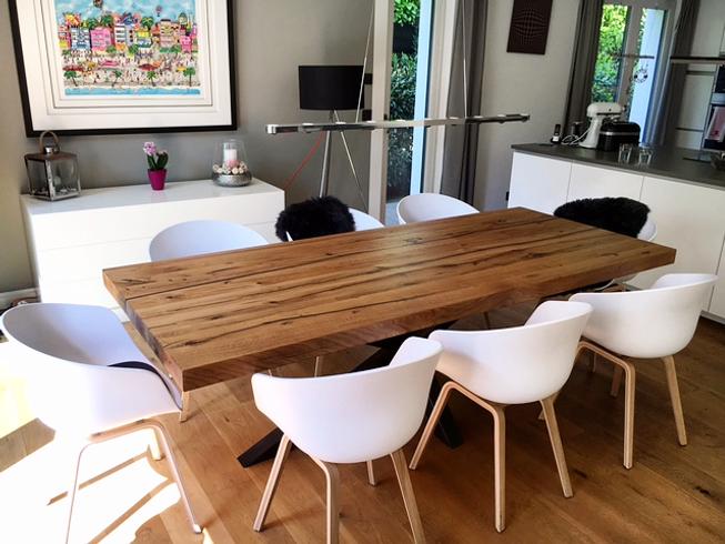 Massivholztisch aus Eichenholz