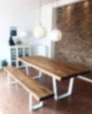 Massivholztisch mit Sitzbank | Esstisch aus Eichenholz-Altholz rustikal nach Maß | Holzwerk-Hamburg