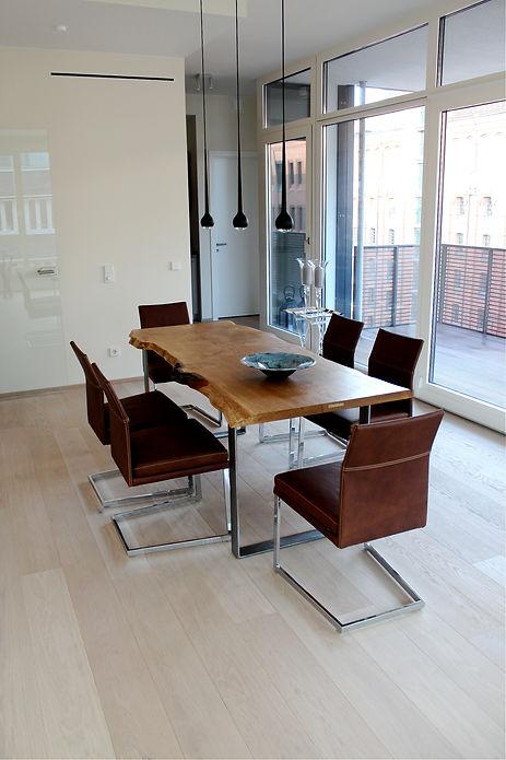 Eichentisch Massivholztisch Baumtisch unverleimt aus einem Stück | Holzwerk-Hamburg