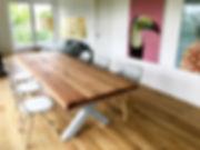 Esstisch / Massivholztisch aus Eichenholz / Tischgestell in X-Form aus Beton