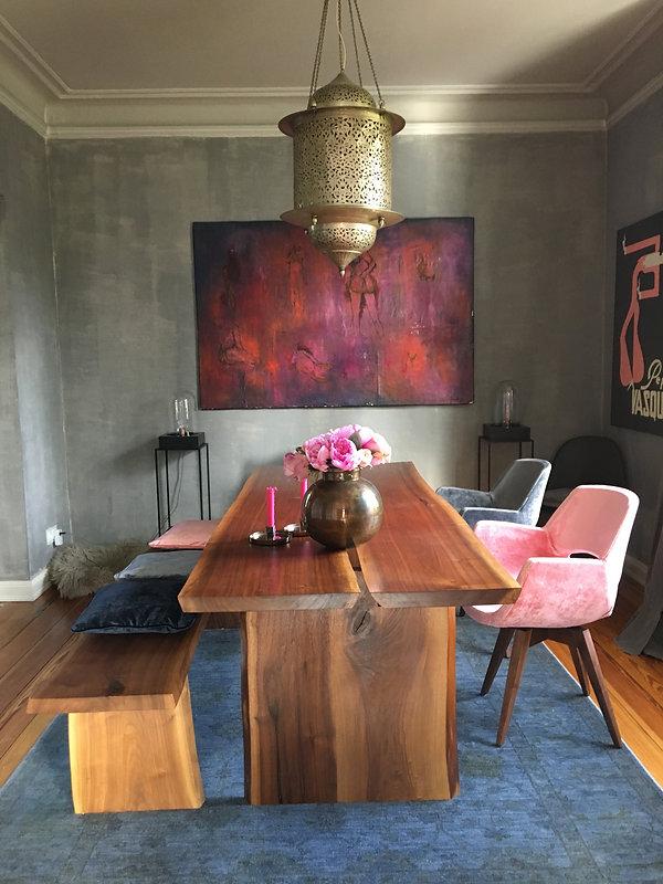 Holztisch aus Nussbaum