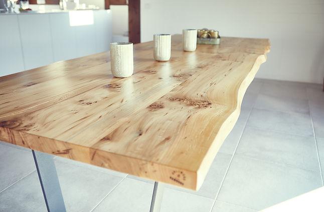 Holztisch aus Ulmenholz