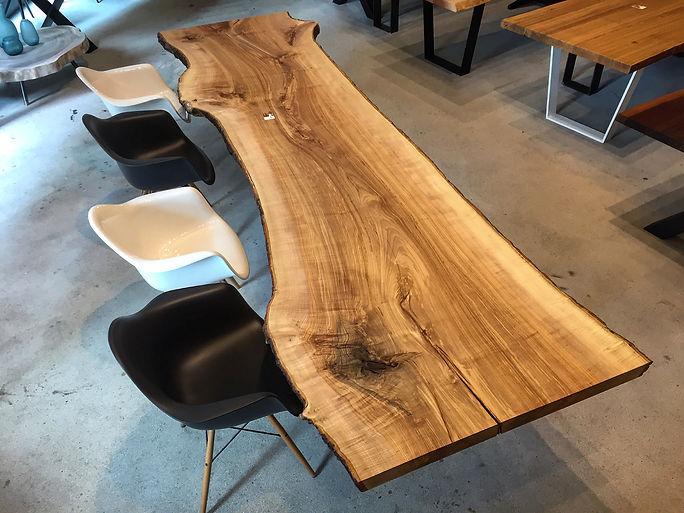 Massivholztisch Baumtisch aus Eschenholz aus dem vollen Stamm unverleimt aus einem Stück