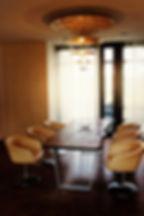 Esstisch Holztisch Baumkante Baumtisch Eichentisch Massivholztisch unverleimt aus einer Bohle Eiche | Holzwerk-Hamburg