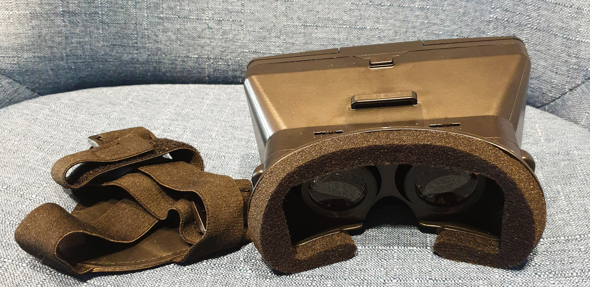 Virtual_Reality_Smartphone_Headset_Halte