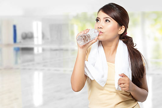 girl drinking warter after exercise