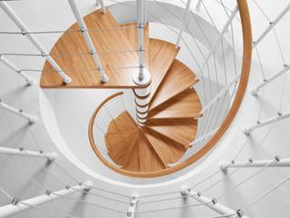 Quanti tipi di scale! scale a chiocciola, rettrattili, prefabbricate..vediamole insieme.