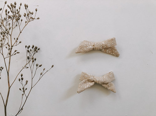 Pair of Ivy Bows
