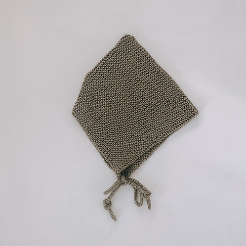 Hand knitted bonnet - Olive