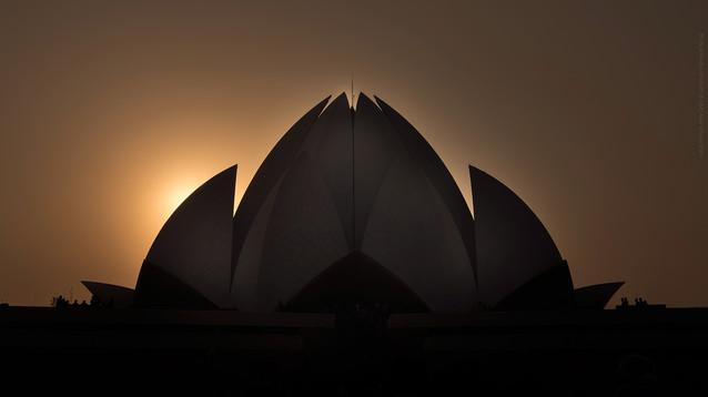 Travel & culture.  Lotus Temple. New Delhi, India.  Photo © Jonathan Manrique Nossa