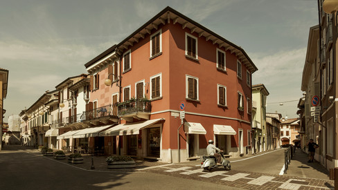 Architecture & places. Adverising.  Desenzano del Garda, Italia.  Photo © Jonathan Manrique Nossa