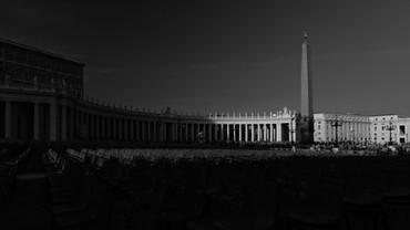 """Architecture & Arts. Piazza San Pietro, Citta del Vaticano, Italia. Photo © Jonathan Manrique Nossa.  """"La luz y la oscuridad viajan juntas"""" Estudios sobre la luz, arquitectura y arte."""