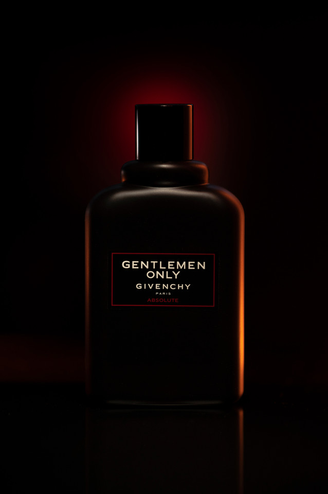 advertising & product shot GENTLEMAN ONLY ABSOLUTE By GIVENCHY edp Photographer: Jonathan Manrique Nossa  Mexico City 2020