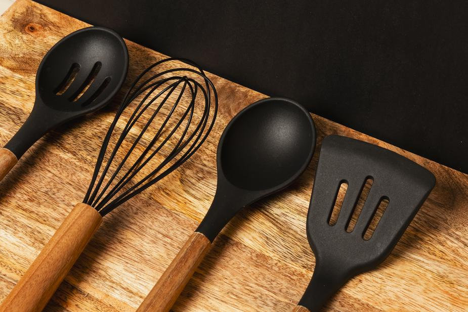 kitchen-utensils-on-counter2.jpg