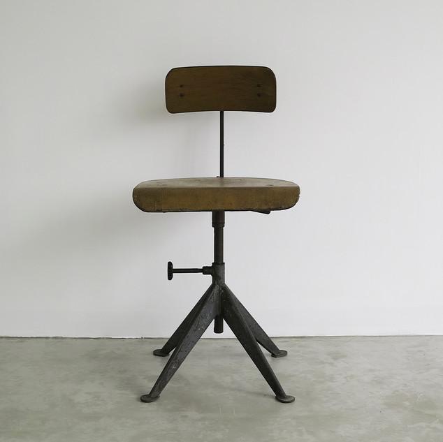 swivel_chair_1.jpg