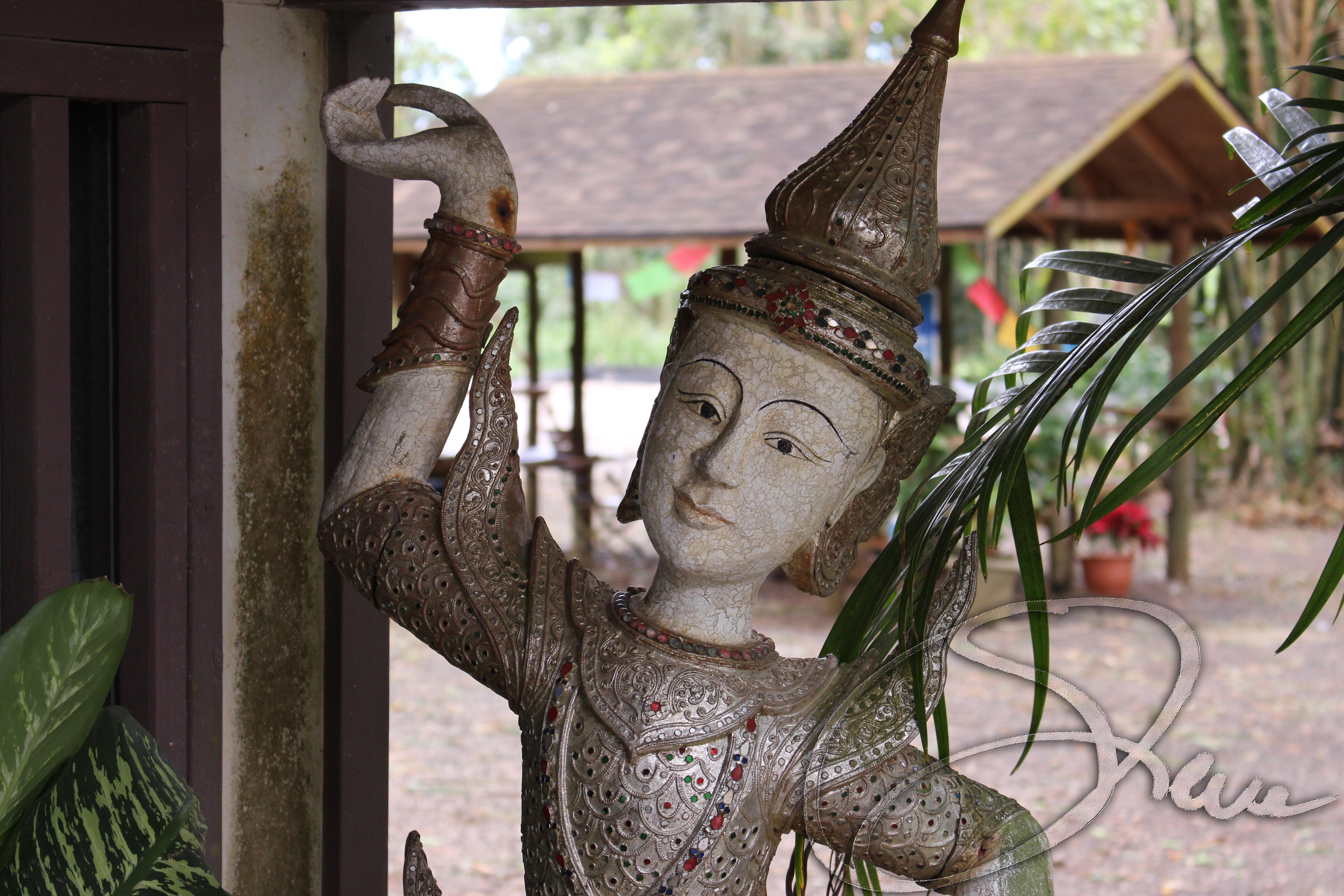 Byodo-in Temple Statuette