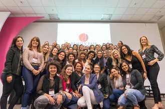 Η Σούλα Κουτσογιαννάκη με το μόνιμο make up group στην τάξη του Σαν Πάολο στη Βραζιλία.