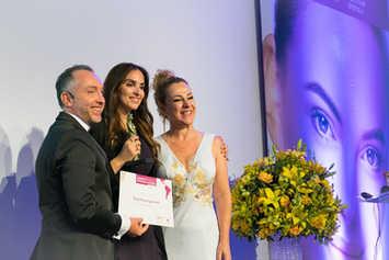 Η Σούλα Κουτσογιαννάκη λαμβάνει ένα βραβείο στο Sau Paulo της Βραζιλίας. 2018