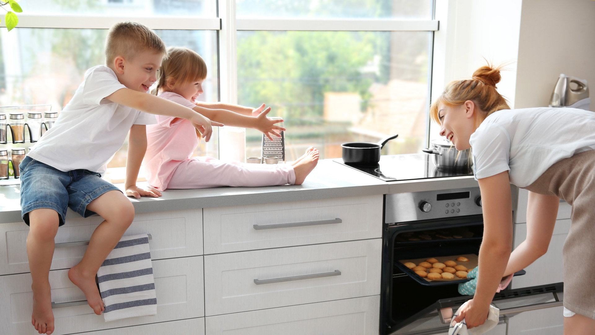 Familie an der Küche