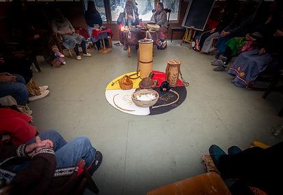 Groupe des premières nations pendant Les Séjours Te8ekan, au Centre Kina8at dans les Laurentides au Québec