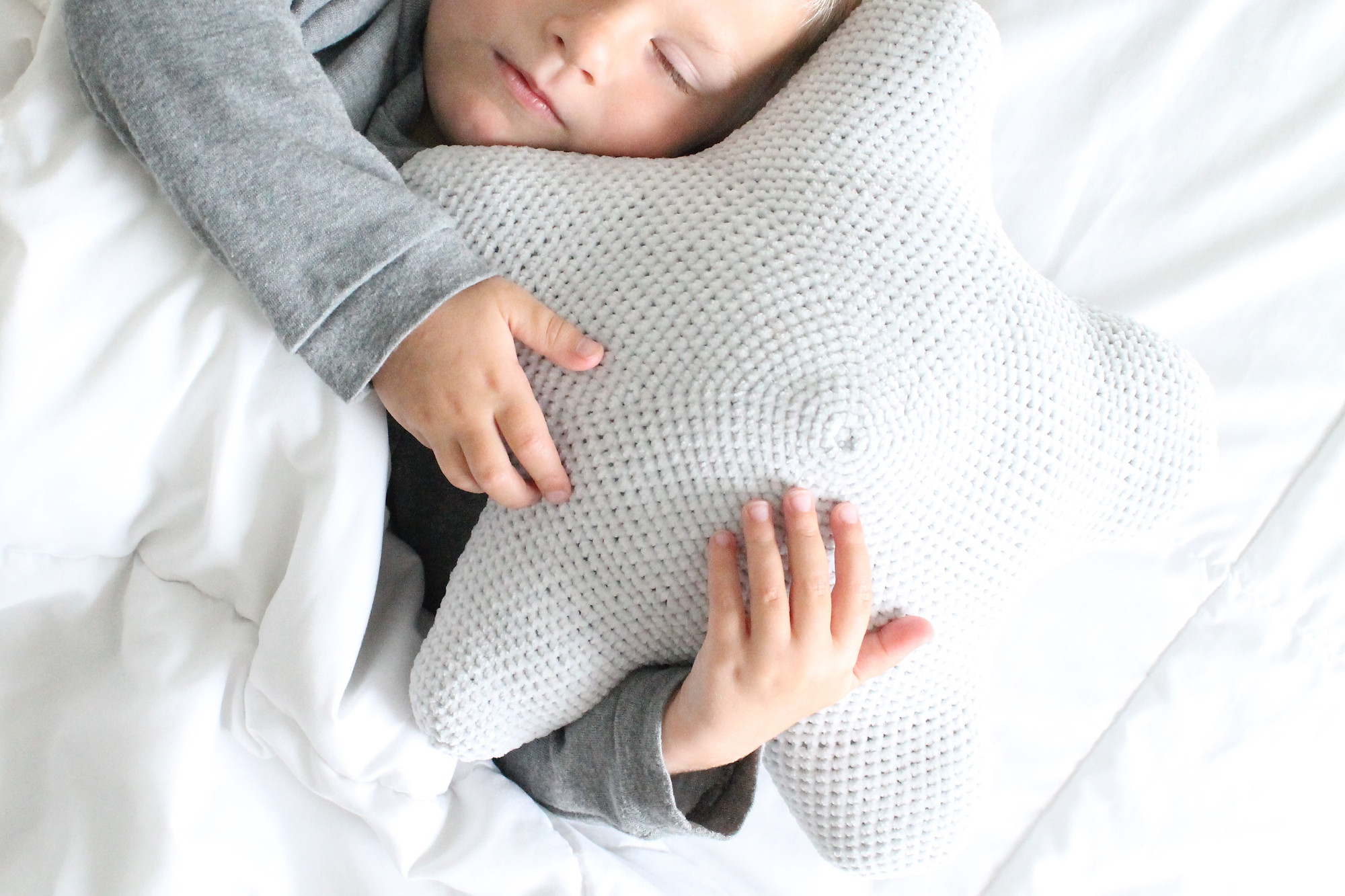 Snuggable Star Pillow Free Crochet Pattern